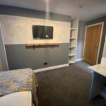 Bedroom with TV in property for rent in Hull